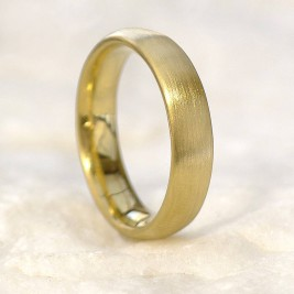 Mens Comfort Fit 18ct Gold Wedding Band